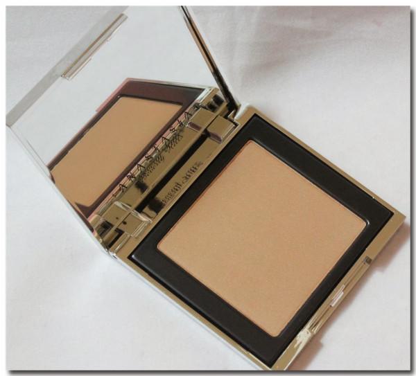 Anastasia-Beverly-Hills-Illumin8-Bronzer-Sun-Bronzed