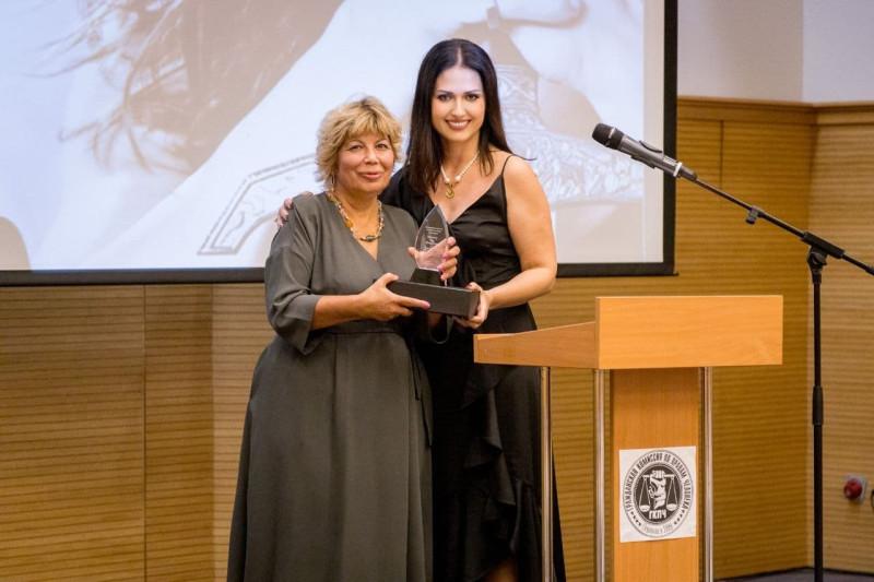Роза Цветкова получила награду Гражданской комиссии по правам человека