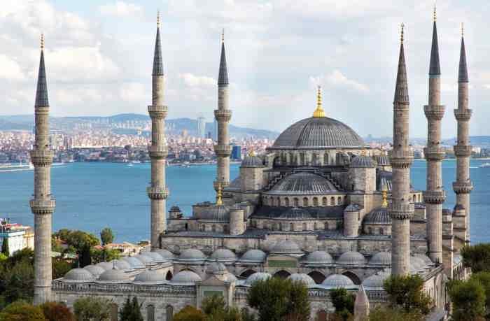 Голубая мечеть с 6 минаретами