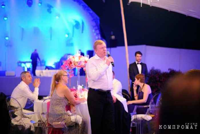 Анатолий Чубайс на свадьбе сына Абызова на вилле экс-министра в Италии