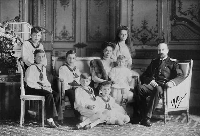 Ксения Александровна с мужем и детьми