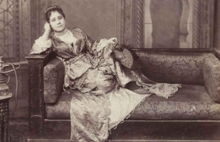 Женщина с кальяном в гареме. Турция, 1891 год