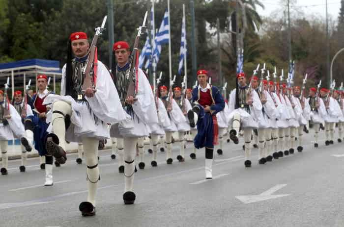 греческие солдаты в юбках