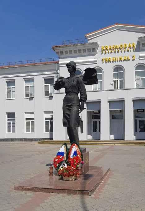 Краснодар. Памятник лётчице