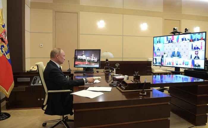 Путин на видеоконференции