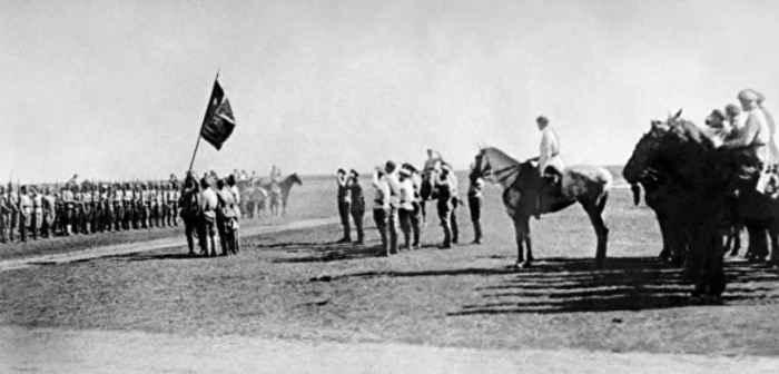 Вручение Почётного знамени ВЦИК Латышской стрелковой дивизии. 1920 год