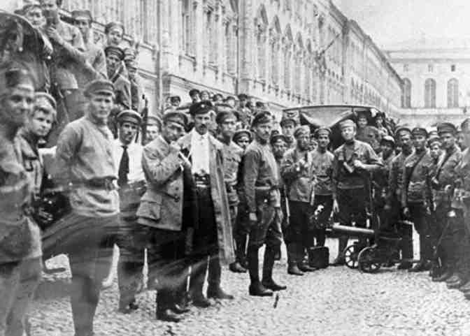 Латышские стрелки после подавления левоэсеровского мятежа в Москве. 1918 год