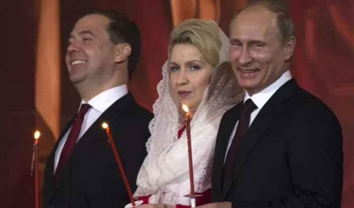 Путин и Медведев в Церкви