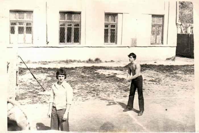 Ташкент, март 1977 года. Волейбол во дворе сш № 93