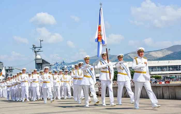 Новороссийск. Офицеры Черноморского флота Новороссийской ВМБ