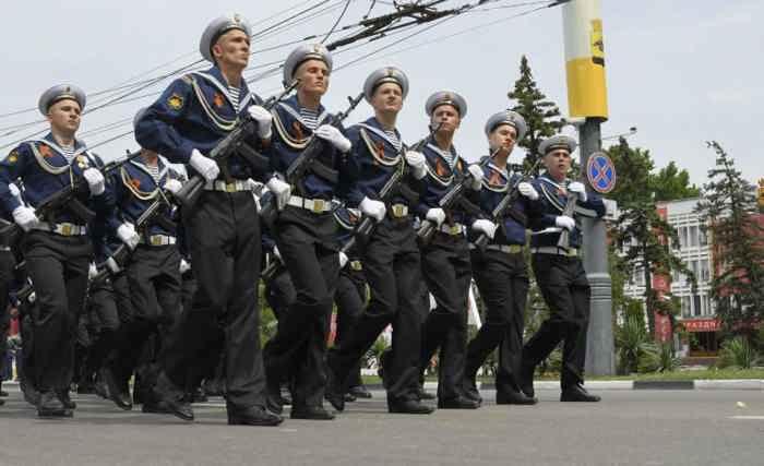 Новороссийск. Коробка моряков