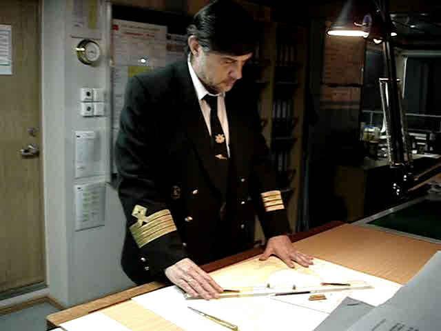 Капитан Никольский у штурманской карты
