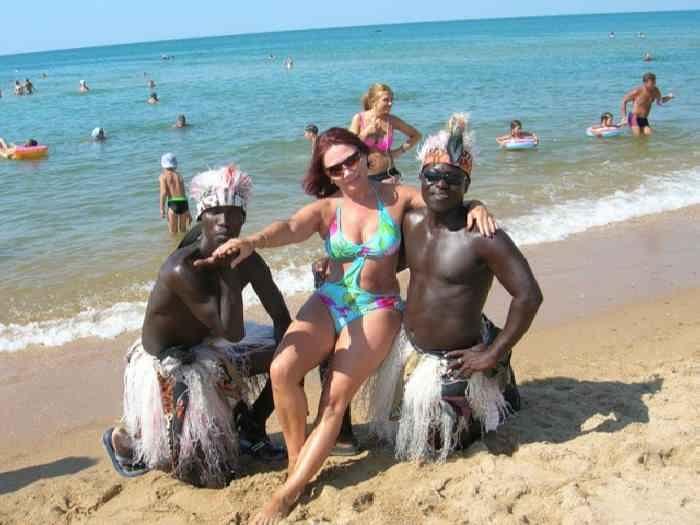 Фото с неграми на пляже