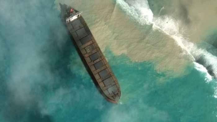 Розлив нефтепродуктов у побережья Маврикия