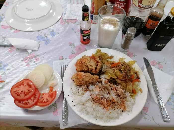 Чем кормит филиппинский кок