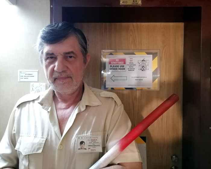 Капитан Никольский у двери в каюту