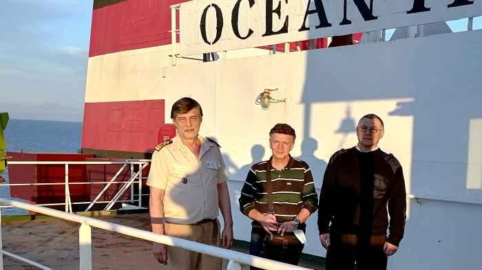 Капитан Никольский, Captain Christos Papapostolou и гражданин, занимающий должность старшего помощника