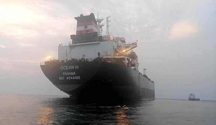 "Танкер ""OCEAN III"" на рейде порта Абиджан"