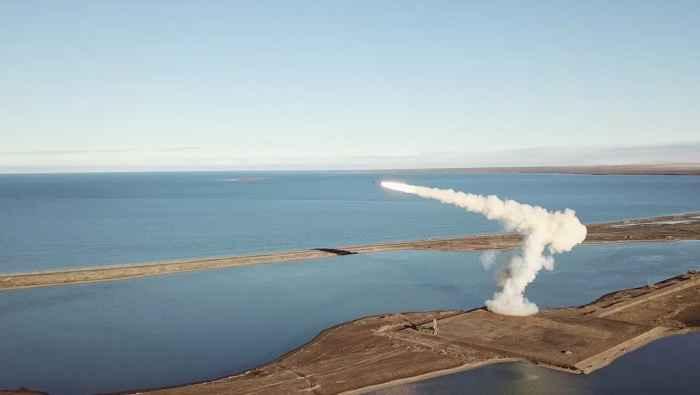 Стрельбы крылатыми ракетами «Оникс» из берегового ракетного комплекса «Бастион»