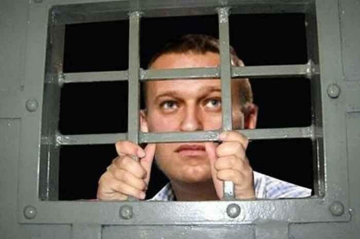 Навальный за решёткой