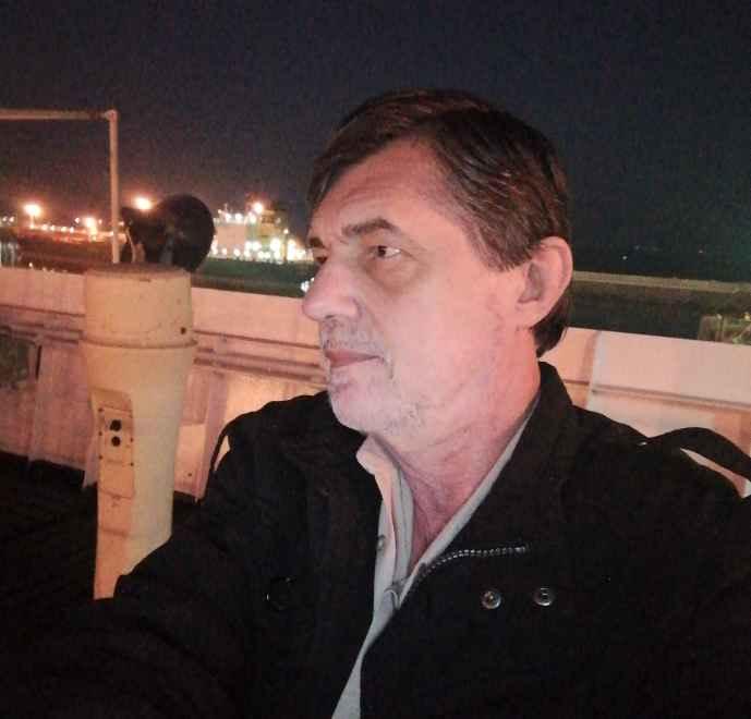 Капитан Никольский на крыле мостика