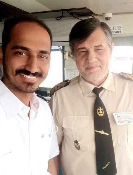 Капитан Никольский и 3й Офицер Nazim Hussain Khalpe