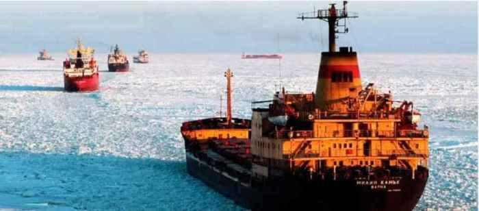 Караван транспортных судов на Севморпути