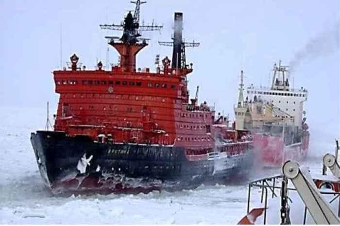 Буксировка судна ледоколом