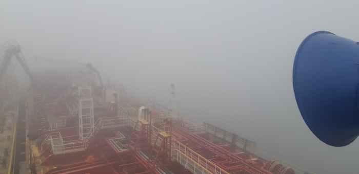 Туман. Вид на акваторию порта Далянь
