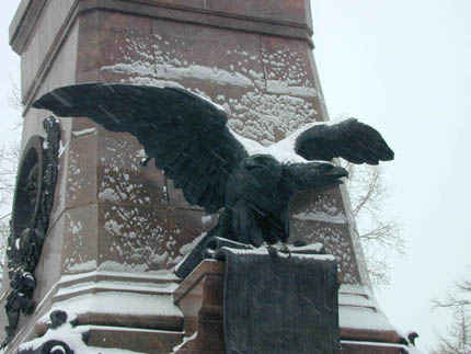 Русский орёл на памятнике Александру III