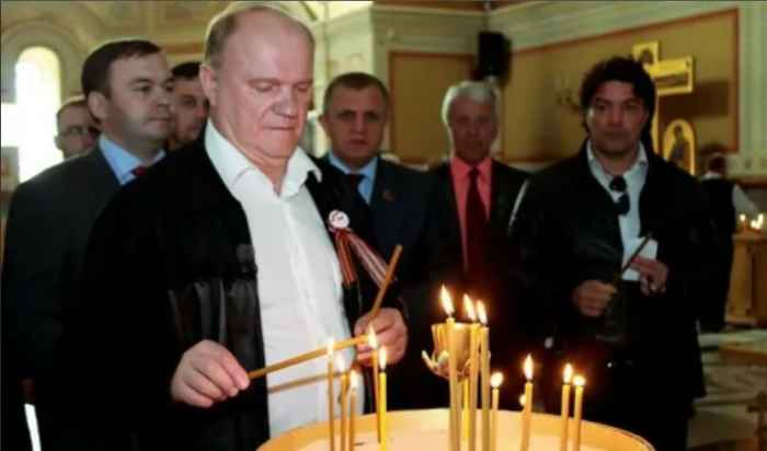 """""""Коммунист - убеждённый атеист"""". Из Устава КПСС"""