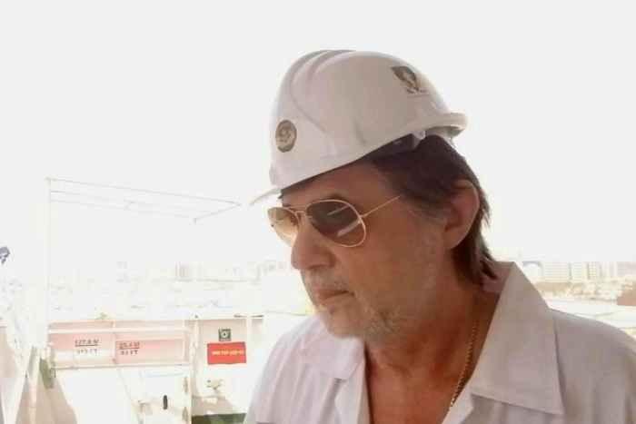 Капитан Никольский в белой робе