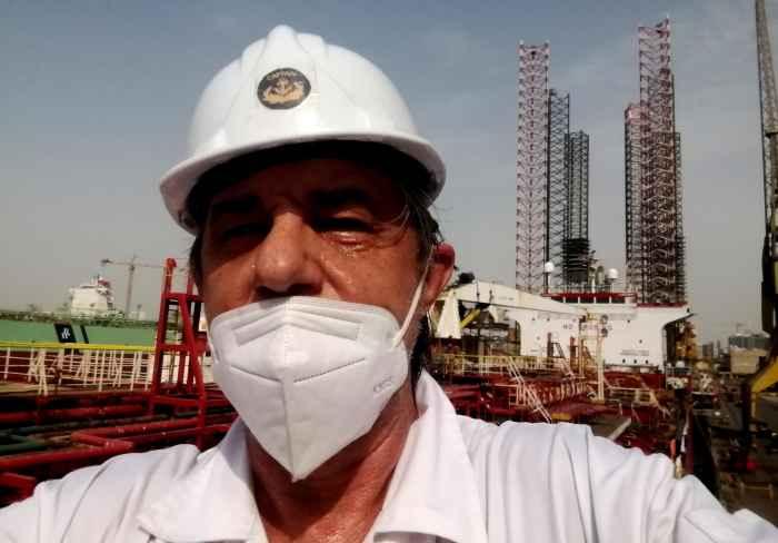 Капитан Никольский в маске