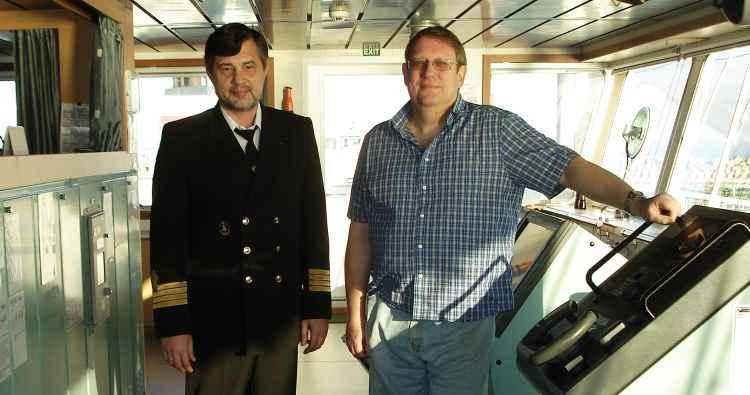 "Капитан танкера ""Алатау"" с английским суперинтендантом. 2011 год"