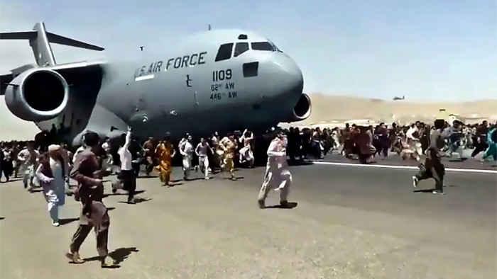 Бегство из Афганистана 2021