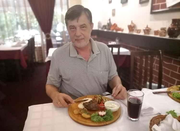 Капитан Никольский в ресторане Београд