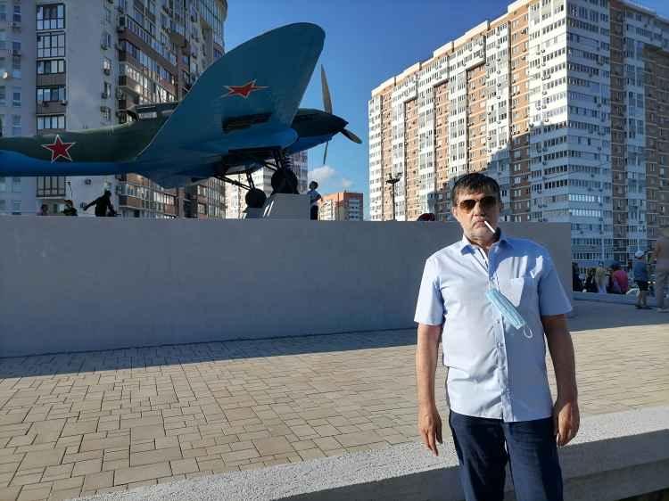 Новороссийск. Капитан Никольский у штурмовика Ил-2