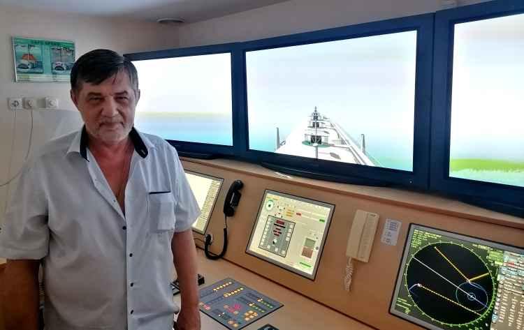 Капитан Никольский на тренажёре САРП