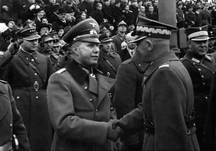 Маршал Польши Эдвард Рыдз-Смиглы и германский атташе полковник Богислав фон Штудниц, 1938
