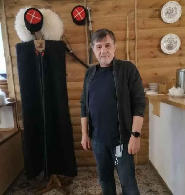 Бурка, кубанка и казачьи шашки