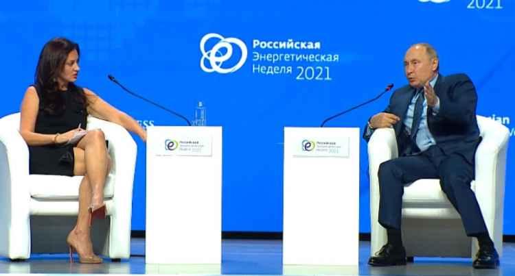 Владимир Путин и журналистка CNBC Хедли Гэмбл
