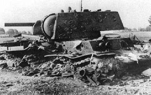 Танк КВ-1, расстрелянный из зенитки