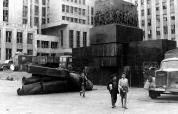 Памятеик Ленину