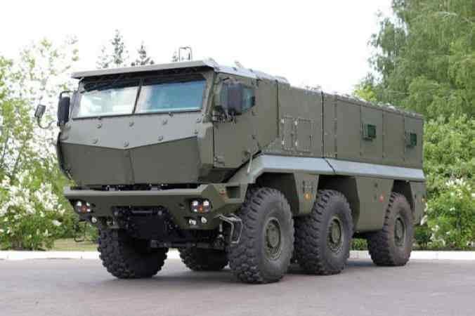 КАМАЗ-63968 на дороге