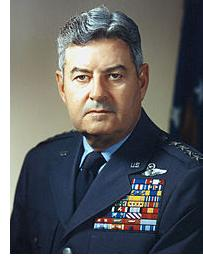 генерал Кертис Лемей