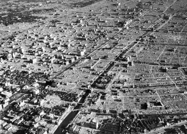 Аэрофотосъемка руин Токио