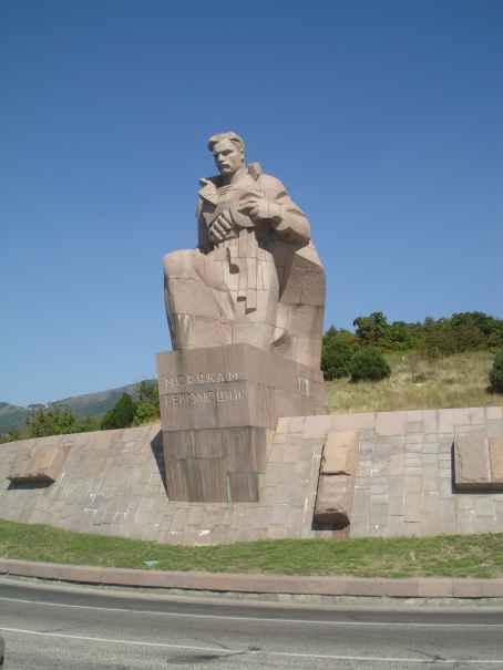 Памятник матросам революции