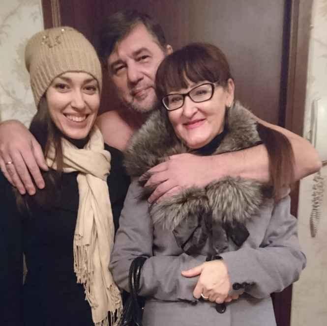 Капитан Никольский с девчонками