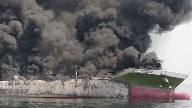 У Канарских островов горит российский танкер, апрель 2015