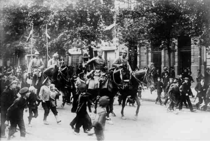 Немцы входят в Варшаву 1916